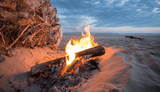 【キャンプ未経験者向け】着火剤を使わない簡単な焚き火のやり方やコツを伝授!